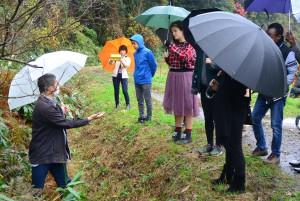 環境保全・再生活動を行う粟津の水田の見学